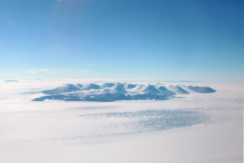 11:00 am: The Transantarctic Mountains as we flew over latitude 85° south.  This area is known as the Beardmore Glacier.