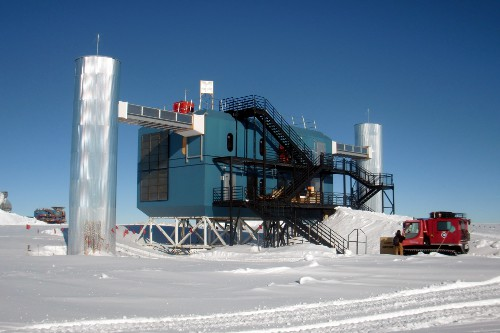 The IceCube Laboratory (ICL) near the Amundsen-Scott South Pole Station.