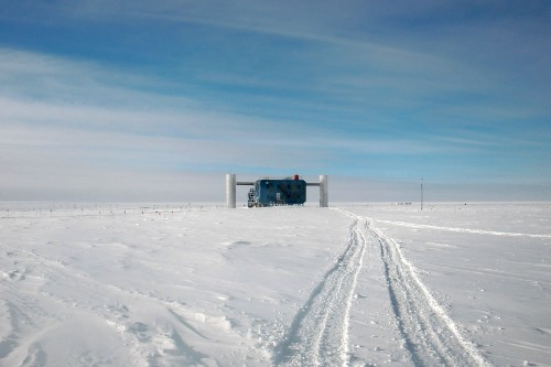 The IceCube Laboratory (ICL) seen from a distance.