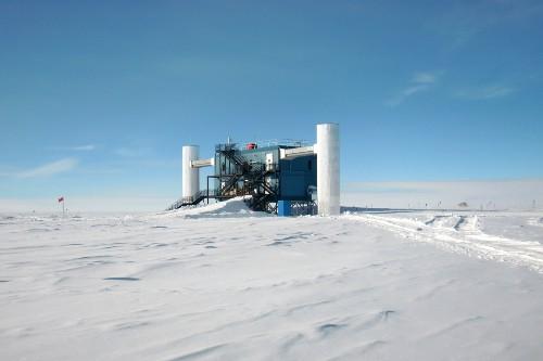The IceCube Laboratory (ICL).
