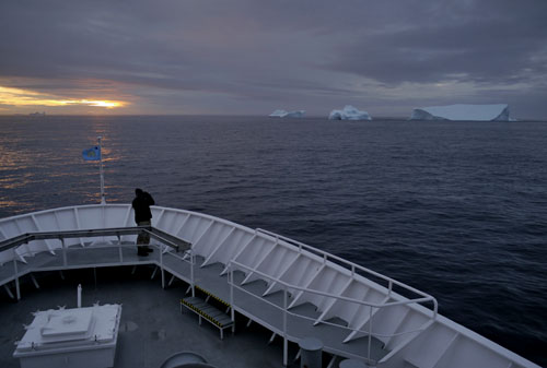 Joe Super and icebergs, sunset, South Greenland