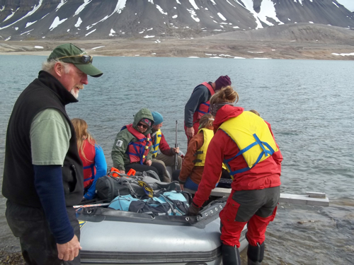 AG212 Students Loading the Boat