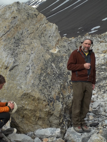 Steve explaining lichenometry