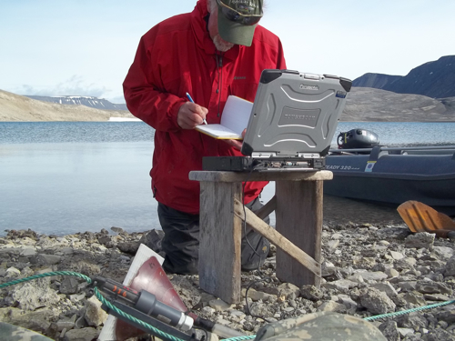 Mike downloading data at Kongressvatnet