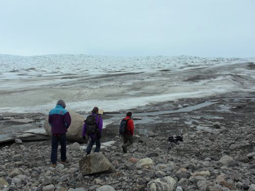 Steffen group walking to ice sheet