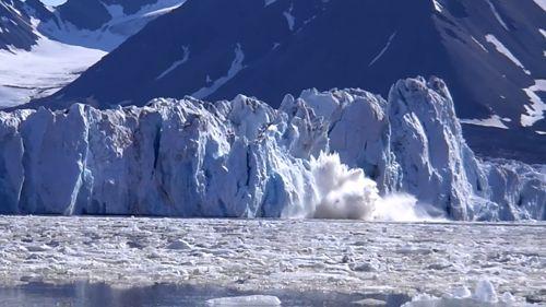 Calving iceberg on Kronebreen glacier