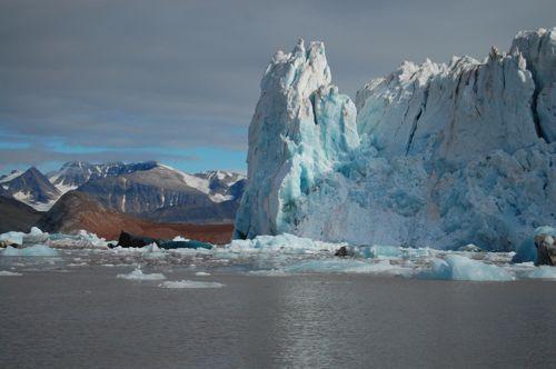Ice margin of Kronebreen Glacier