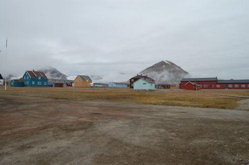 Ny Ålesund on a cloudy day.