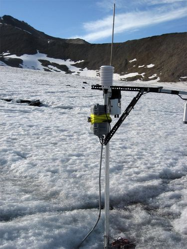 Linne Glacier weather station