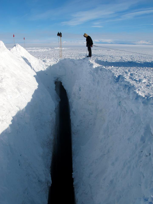 Crevasse on the way to South Pole
