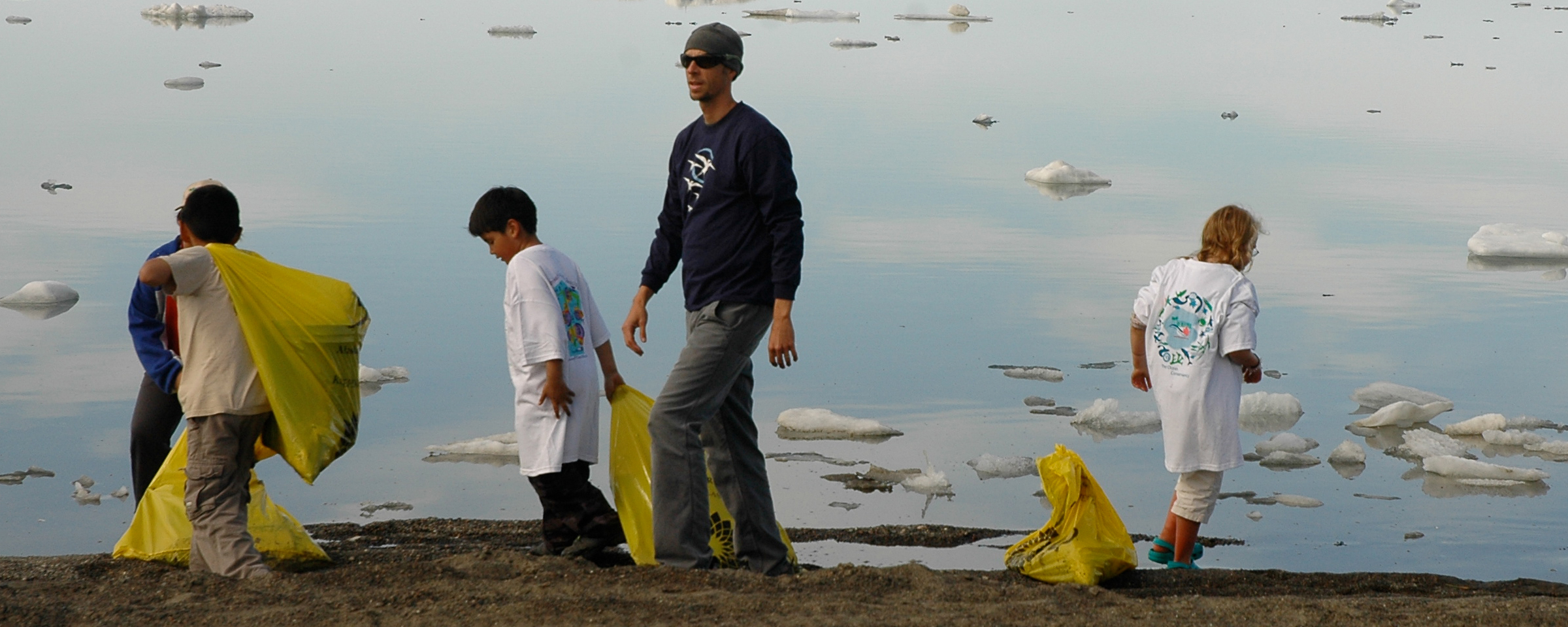 Beach clean up in Barrow. Photo by Elizabeth Eubanks, courtesy of ARCUS.