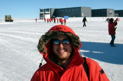 12:53 pm: Arrival at the Amundsen-Scott South Pole Station.