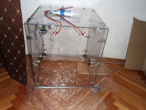 Device 1: The plexiglass cube above has five solid sides but no base.