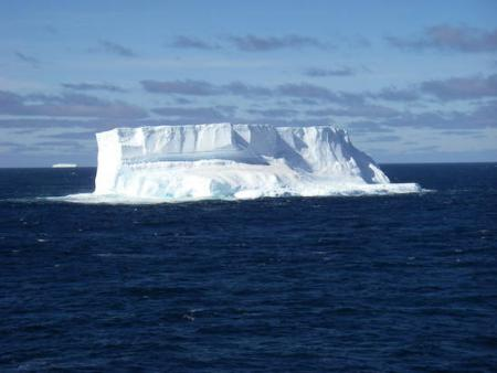 Iceberg spotted from the icebreaker Oden, photo by Jeff Peneston