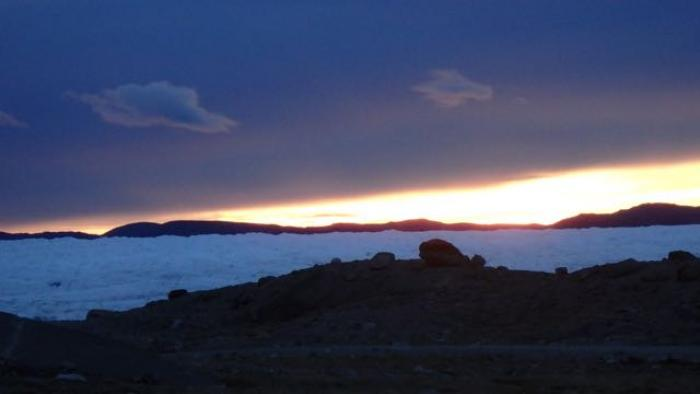 Midnight over the Greenlandic Ice Sheet
