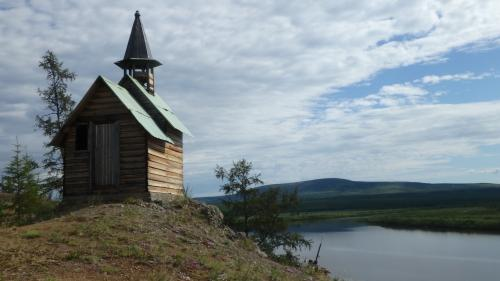 The chapel on the shore of the Pantelehna River in Cherskiy. Photo by Stan Skotnicki.