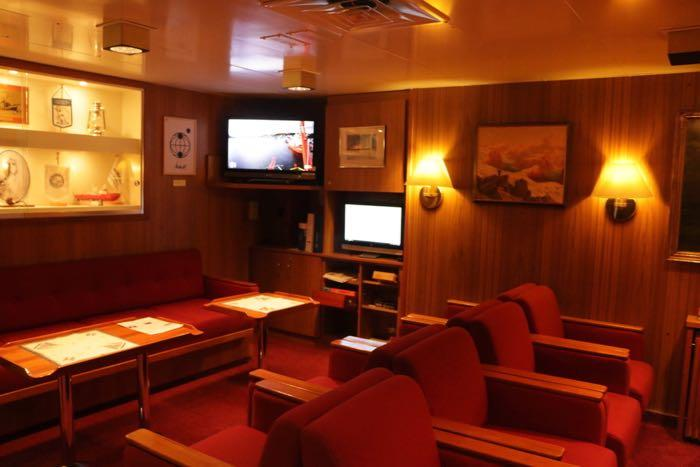The red salon on the Polarstern is a bit fancier than the 'social room' on the Fedorov, but we make good use of the space we do have here.