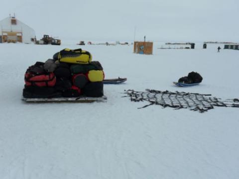 Gear on cargo pallet