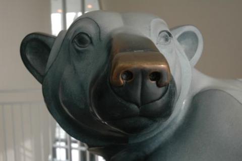 polar bear statue
