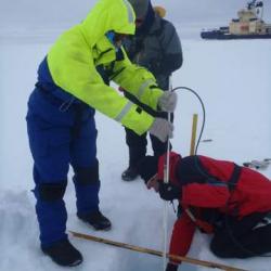 Installing a SAMS Ice Mass Balance Buoy