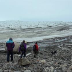 Steffen group walking to ice sheet