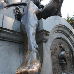 Magellan's statue in Punta Arenas main plaza